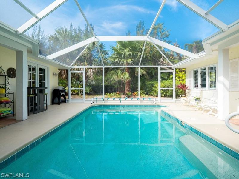 Pine Tree, Sanibel, Florida