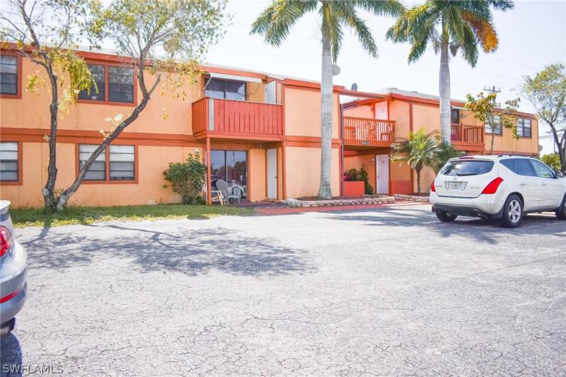 4407 SW 7th Place, CAPE CORAL, FL 33914-