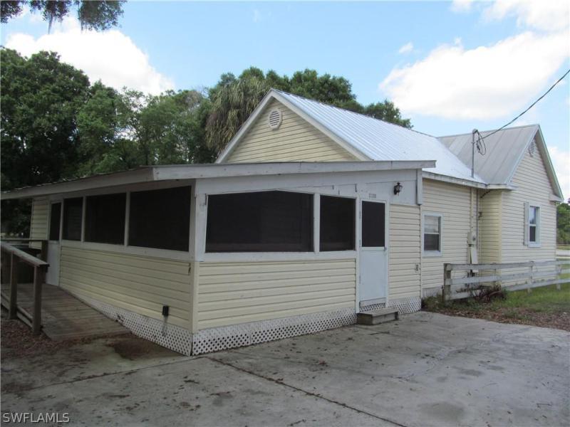 23240  Avenue B , Alva, FL 33920-