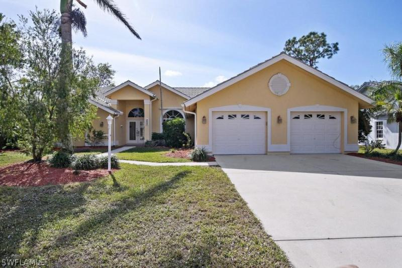 2022 Laguna WAY Naples, FL 34109 photo 1