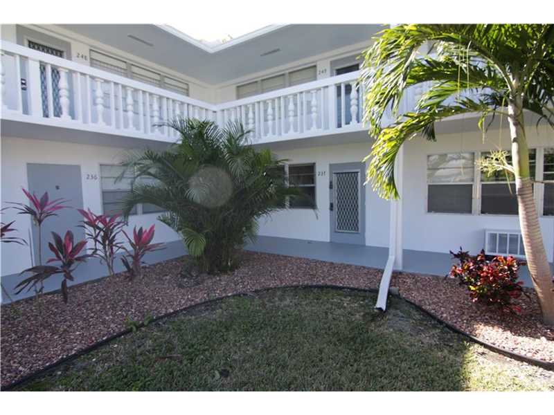 Deerfield Beach Condo/Villa/Co-op/Town Home A10079867
