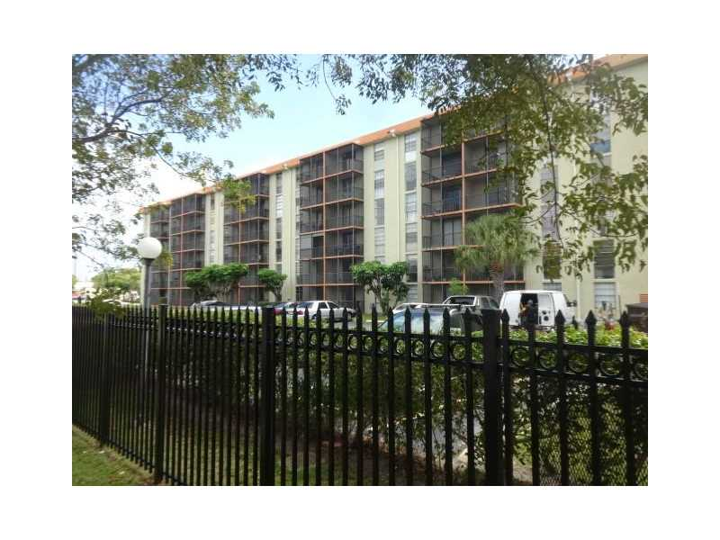 North Miami Beach Condo/Villa/Co-op/Town Home A10165167