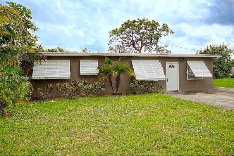 8051 SE Skylark Ave , Hobe Sound, FL 33455-4525