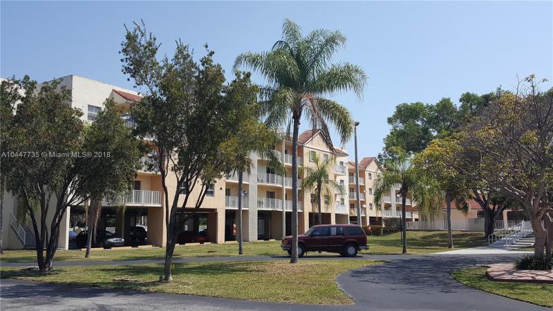 8240 SW 210th St  Unit 306, Cutler Bay, FL 33189-3494
