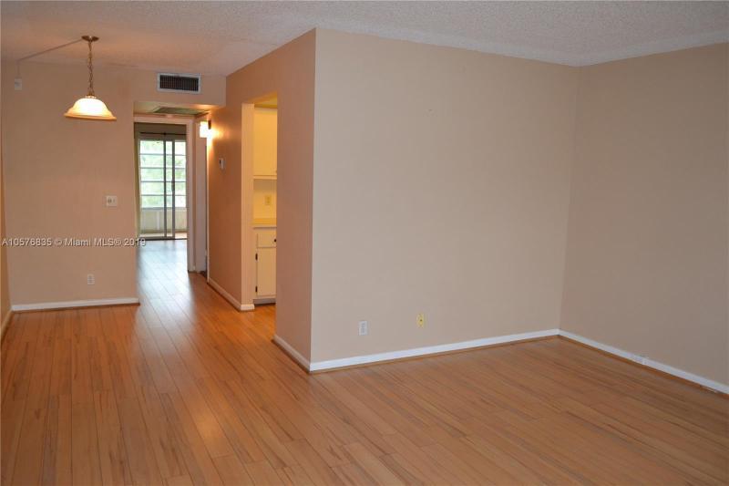 8900  Washington Blvd  Unit 214, Pembroke Pines, FL 33025-1528