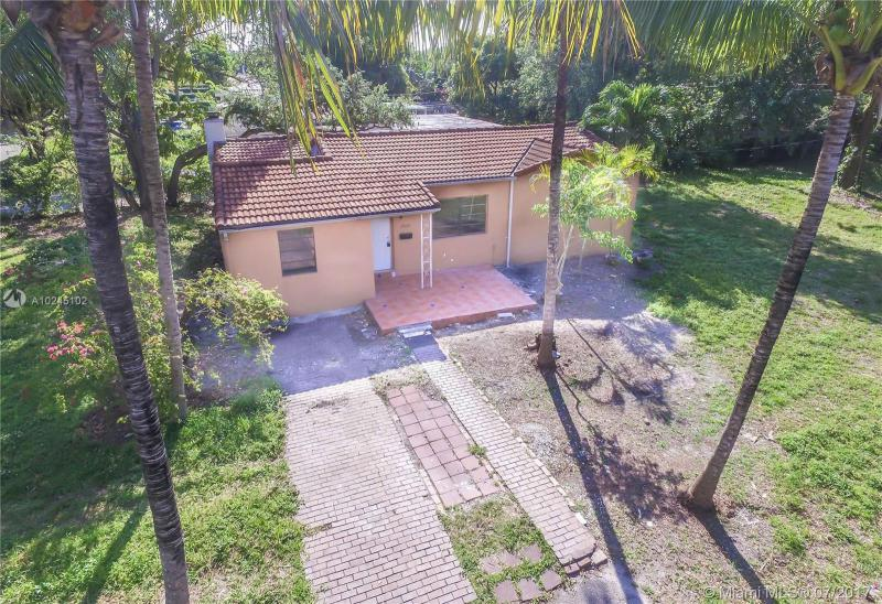 For Sale at  12075 NE 10Th Ave Biscayne Park  FL 33161 - Priors 1St Addn To Biscay - 3 bedroom 2 bath A10245102_24