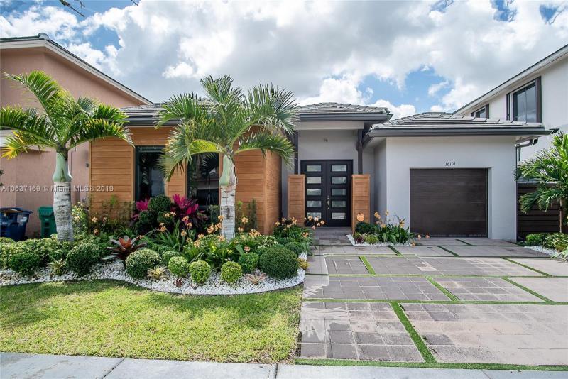 16114 SW 136th Way,  Miami, FL