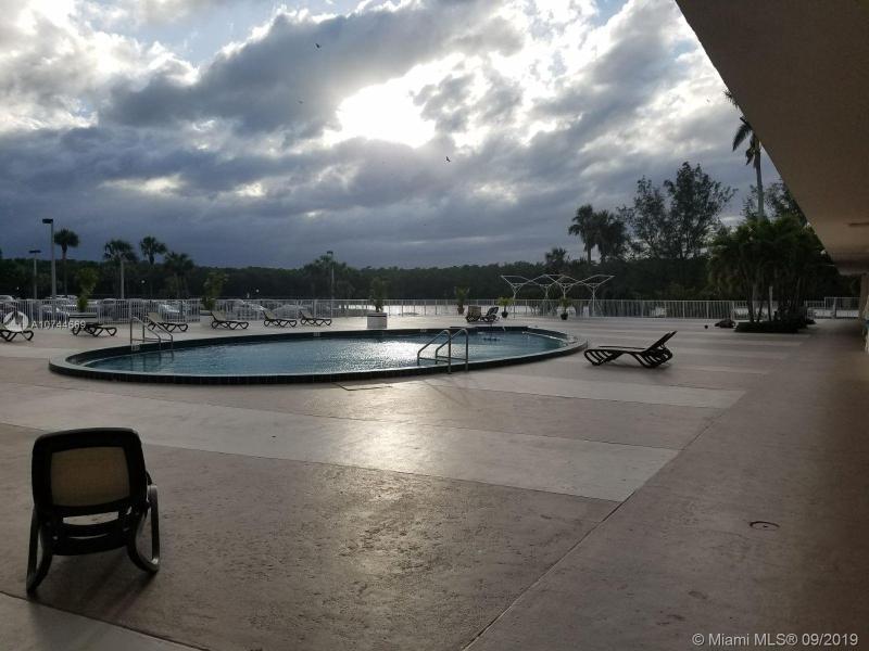 400 Kings Point Dr 916, Sunny Isles Beach, FL, 33160