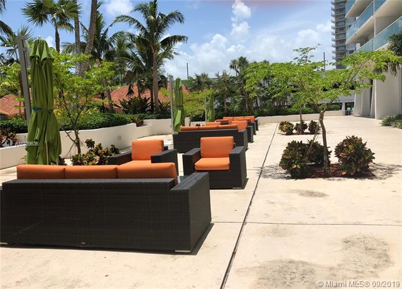 100 Bayview Dr 1207, Sunny Isles Beach, FL, 33160