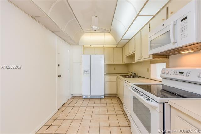 For Sale at  177   Ocean Lane Dr #805 Key Biscayne  FL 33149 - Key Biscayne Commodore - 2 bedroom 2 bath A10252203_8