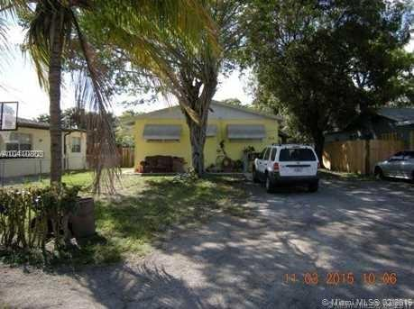 6220 SW 15th St , North Lauderdale, FL 33068-4521