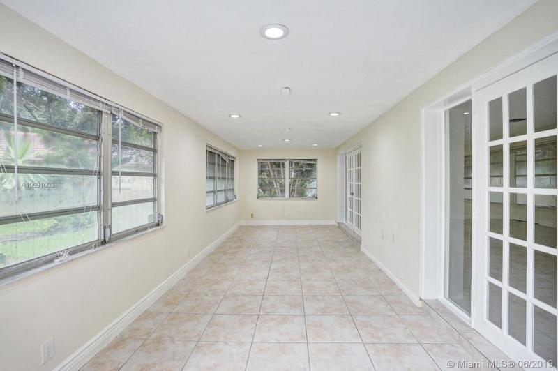 1118 W Cypress Dr, Pompano Beach, FL, 33069