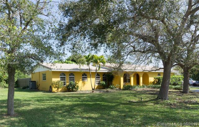 9001 SW 158th St , Palmetto Bay, FL 33157-1945
