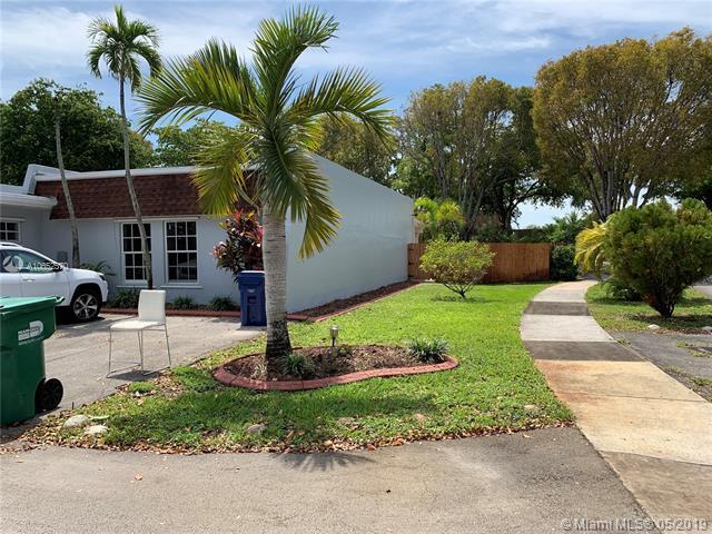 18813 W Lake Dr, Hialeah, FL, 33015