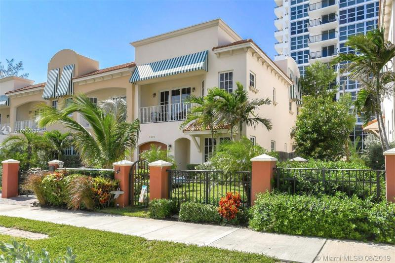 3239 NE 5th St,  Pompano Beach, FL