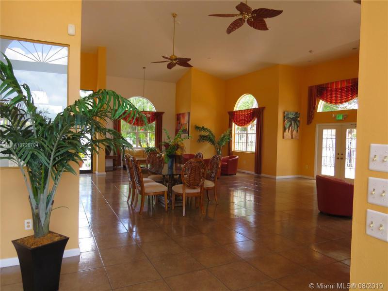 200 Palm Cir W 304, Pembroke Pines, FL, 33025