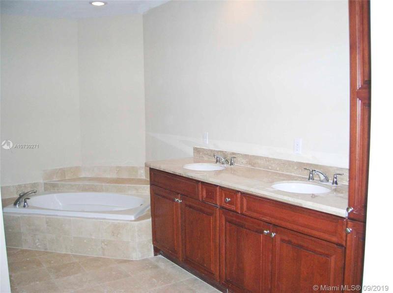 1121 Madruga Ave 202, Coral Gables, FL, 33146