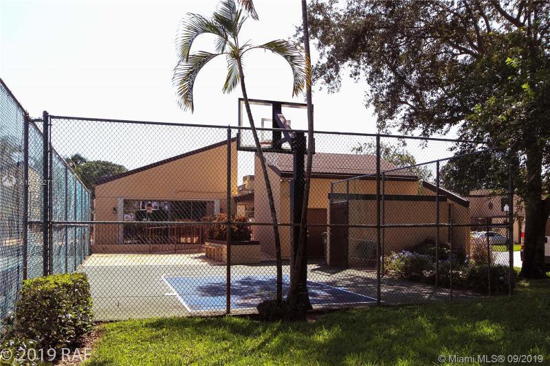 1321 W Golfview Dr 1321, Pembroke Pines, FL, 33026