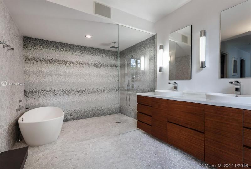 For Sale at  1796 S Bayshore Ln Coconut Grove  FL 33133 - Fairhaven - 4 bedroom 5 bath A10182705_7