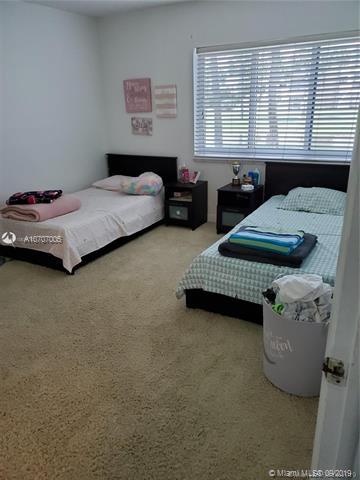 120 Lakeview Dr 111, Weston, FL, 33326