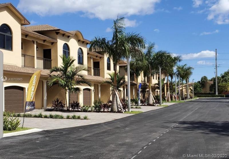 9253 NW 16th St, Pembroke Pines, FL, 33024