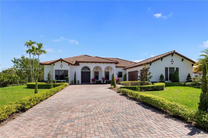 8930  Parkside Estates Dr , Davie, FL 33328-2504