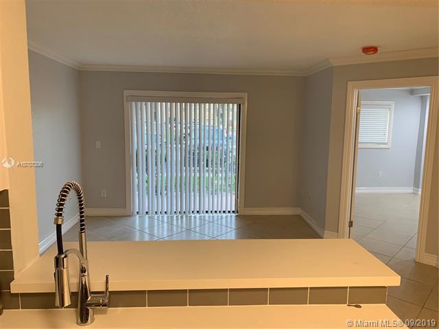 450 W Palm Cir W 105, Pembroke Pines, FL, 33025