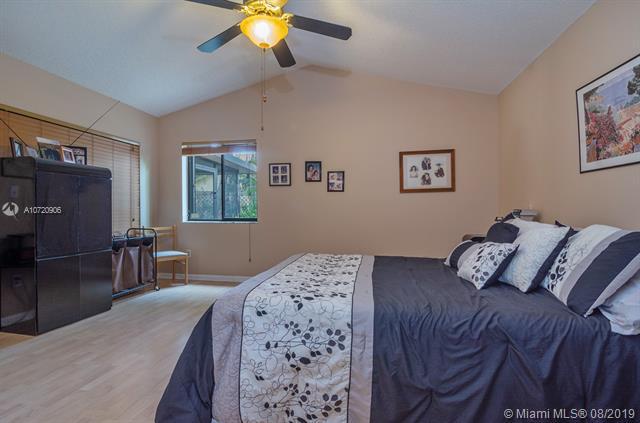 11601 SW 10th St, Pembroke Pines, FL, 33025
