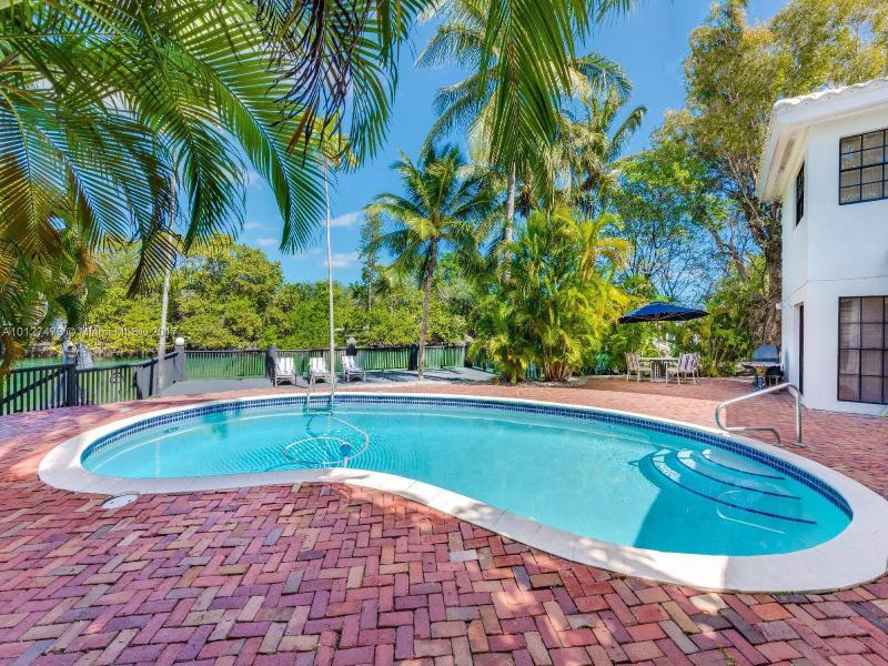 3172 N BAY RD, Miami Beach, FL 33140