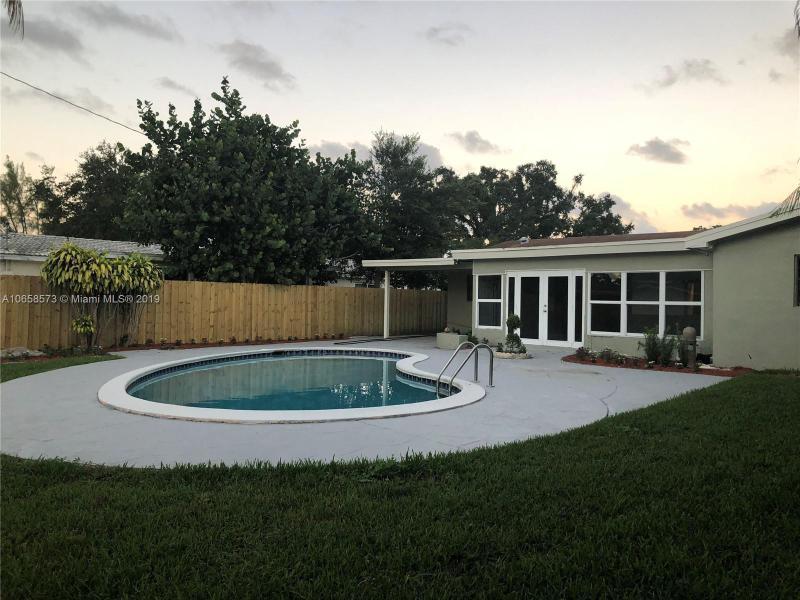 5400 W Park Road , Hollywood, FL 33021-