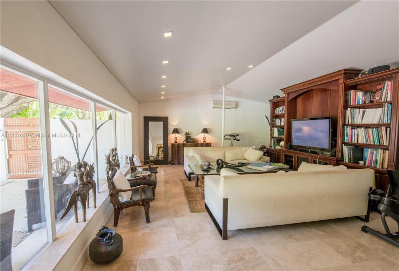 For Sale at  1075 NE 99Th St Miami Shores  FL 33138 - Miami Shores Sec 08 Rev - 3 bedroom 2 bath A10232640_9