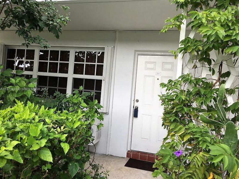 940 NE 170th St  Unit 218, North Miami Beach, FL 33162-2549