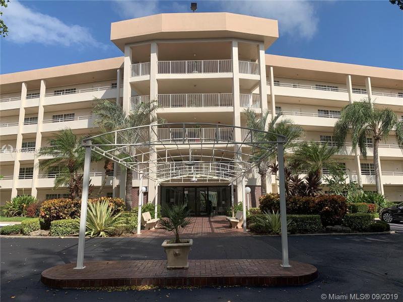 545  Oaks Ln,  Pompano Beach, FL