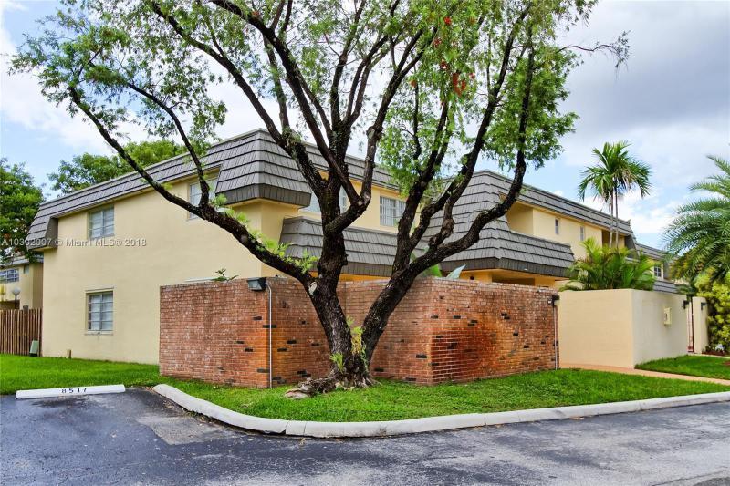 13942  Kendale Lakes Dr  Unit 13942, Miami, FL 33183-2148
