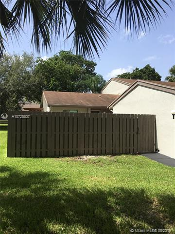 10545 SW 113th Pl,  Miami, FL