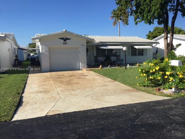 1073 W Country Club Cir , Plantation, FL 33317-4815