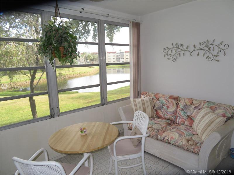 1040 Country Club Dr 208, Margate, FL, 33063