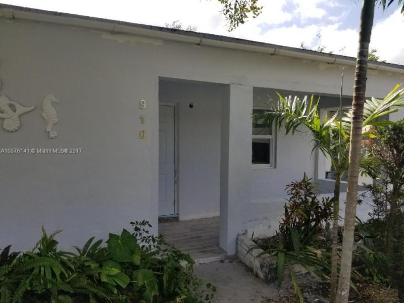 225 NW 128th St , North Miami, FL 33168-3732