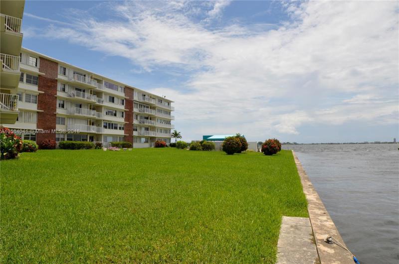 421  Grand Concourse  Unit 15, Miami Shores, FL 33138-2491