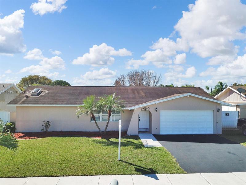 13510 SW 97th St,  Miami, FL