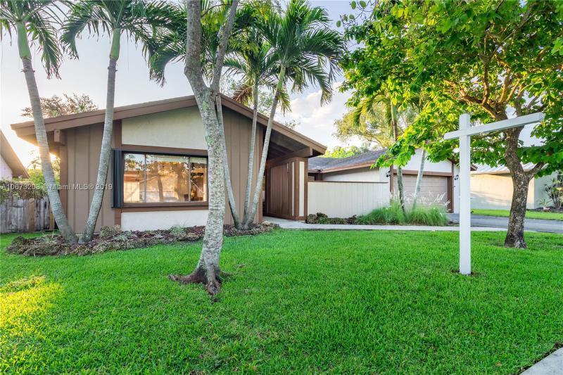 10255 SW 131st Ct,  Miami, FL