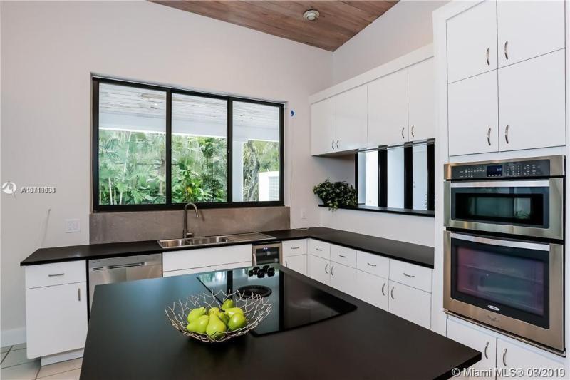 560 Campana Ave, Coral Gables, FL, 33156