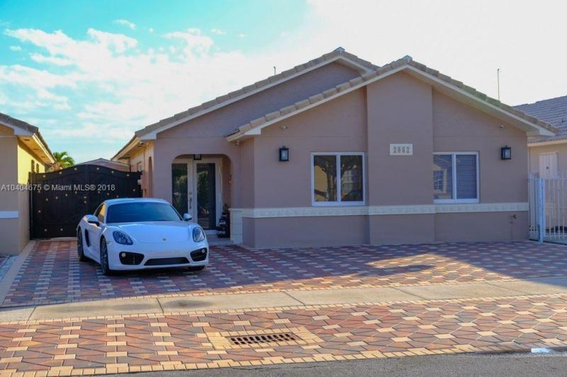 Single Family En Sale En Miami-Dade  , Hialeah, Usa, US RAH: A10404675