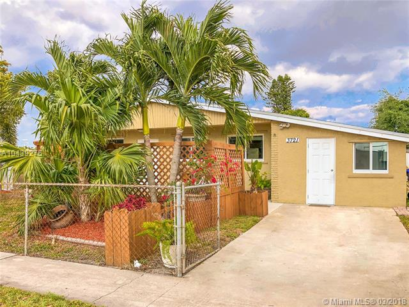 6830  Forrest St , Hollywood, FL 33024-2830