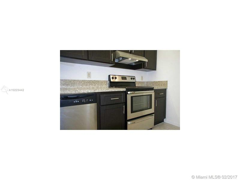 1025 Twin Lakes Dr  Unit 28, Coral Springs, FL 33071