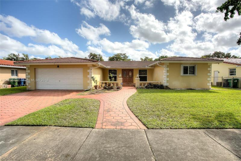 Single Family En Sale En Miami-Dade  , Miami Lakes, Usa, US RAH: A10423642
