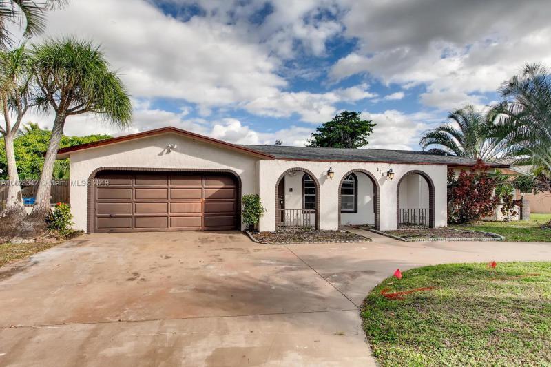83  Fairway Ln , Royal Palm Beach, FL 33411-1215