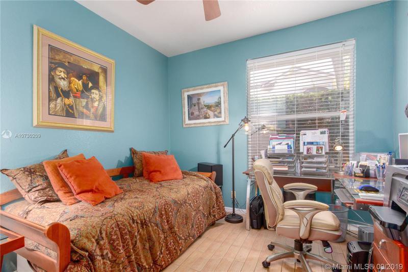 1200 E Bel Aire Dr E, Pembroke Pines, FL, 33027