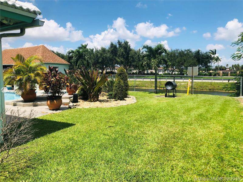 6721 Royal Melbourne Dr, Hialeah, FL, 33015