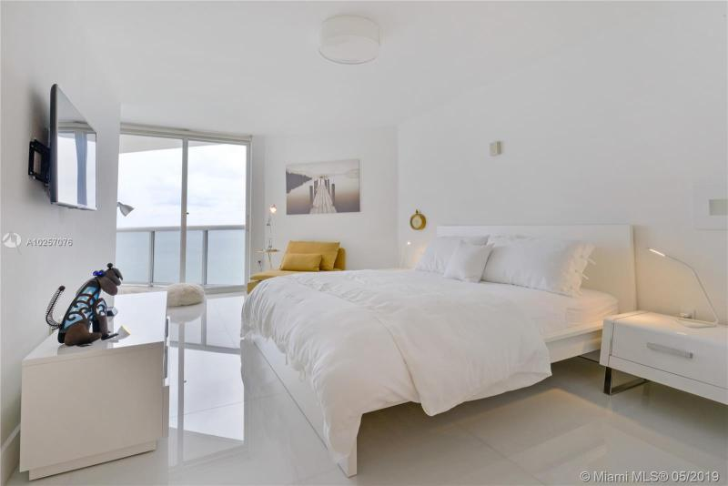 For Sale at  6301   Collins Ave #2702 Miami Beach  FL 33141 - La Gorce Palace - 2 bedroom 2 bath A10257076_10